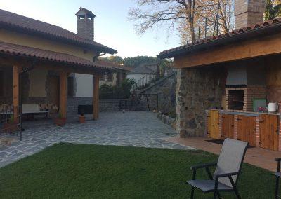 Porche y jardín exteriores