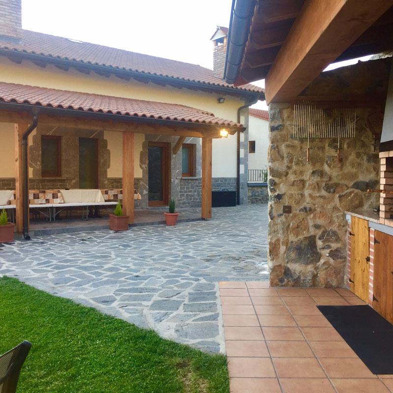 Porche y barbacoa exteriores casa rural iturburu - Casa rural con barbacoa ...
